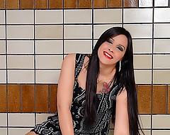 Shemale babe Sara Oliviera gets naughty