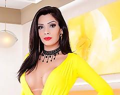 Super sexy shemale slut Graziella Cinturinha