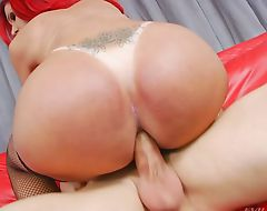 TS Fernanda Lohany loves anal sex
