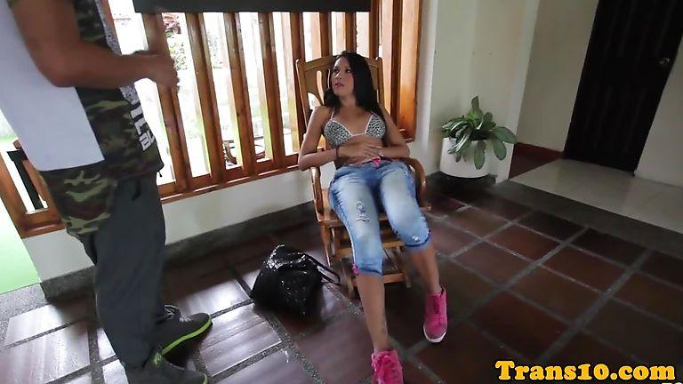 Brazilian tranny posing in sexy bikini bts — pic 5