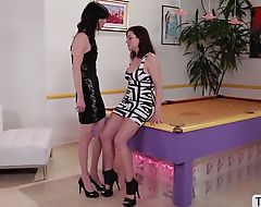 Transbabe Mandy nails busty chick Sovereign in cross gender sex