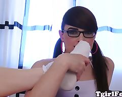 Toelicking tgirl wearing glasses in solo