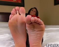 Footworship tranny shows her pedicured feet