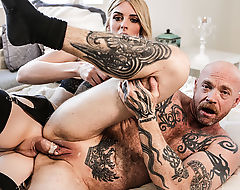 FTM Buck gets her tight pussy banged by Mandys shecock
