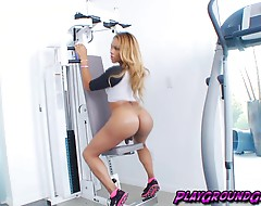 Shemale Vixen Jenna Tugs her Pussy-Stick at the Gym