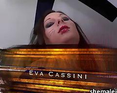 Lucky transbabe Eva Cassini fucked a pretty chick Tihanna Quinn