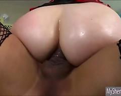 Horny tranny Jessica Fox ass fucked hot babe Mona Wales