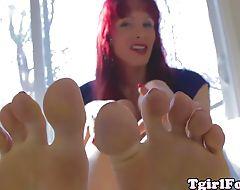 Footworshipping redhead tranny masturbating