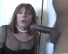 Crossdresser deepthroat