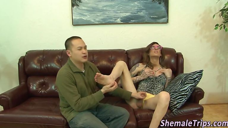 Shemales Gets Cum Licked 113