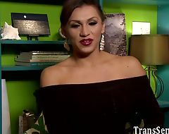 Tranny cums during anal