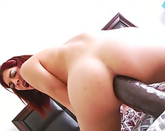 Tgirl Kendra Sinclaire fucks her asshole with big sextoys