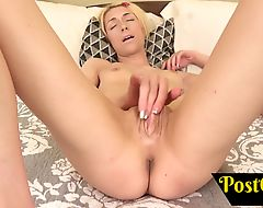 Shemale Shoots a Big Load Jizz All Over her Own Face