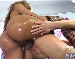 TS Jessy Dubai ass fucked another tranny Mikky Lynn