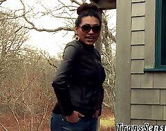 Trans latina babe jizzing